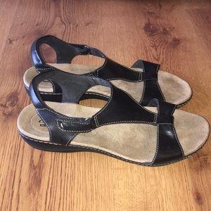 Clark's collection sandals black size 11 M